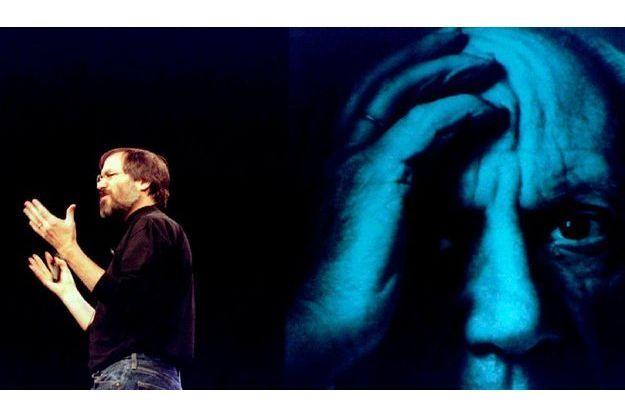 Steve Jobs, en 1998, à San Francisco devant une photo de Pablo Picasso.