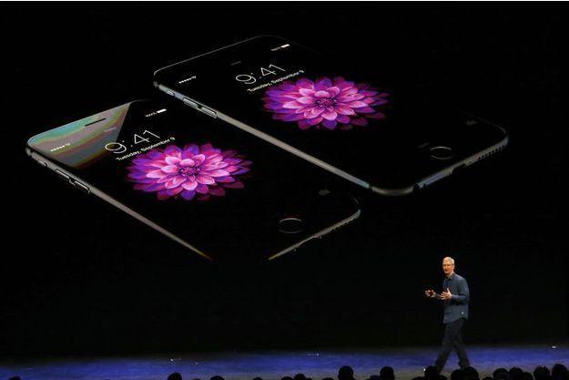 Tim Cook présente l'iPhone 6