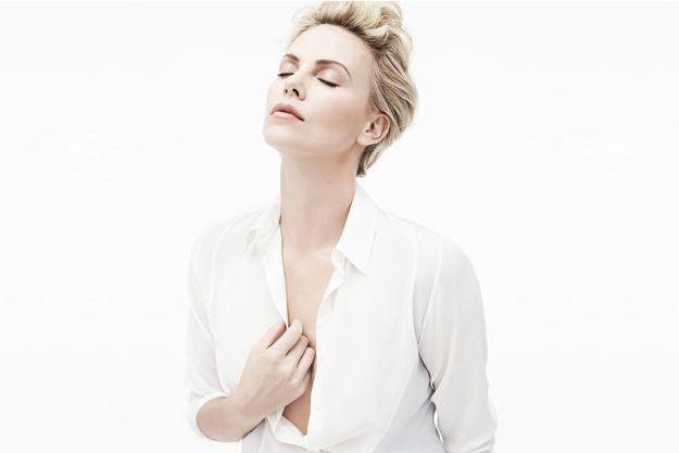 Charlize Theron, nouvelle égérie de Dior (Mise en beauté Dior)