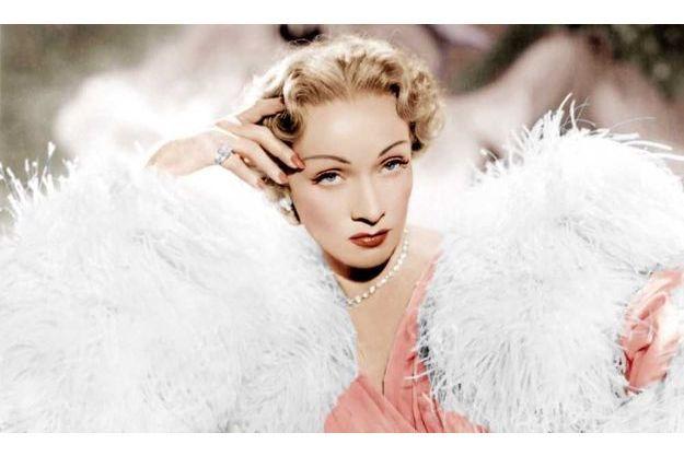 Marlène Dietrich habillée par Dior dans «Le Grand Alibi» d'Alfred Hitchcock (1949).