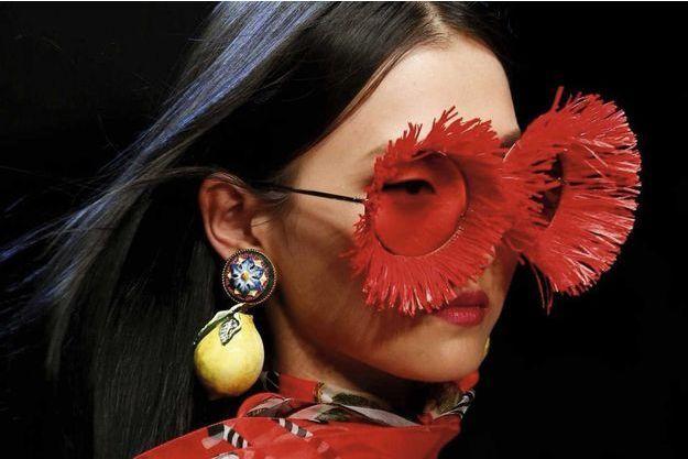 Boucle d'oreille citron, défilé Dolce & Gabbana printemps-été 2018.