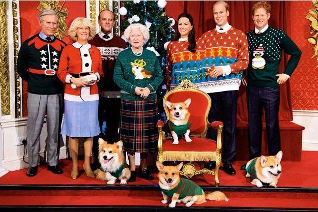 La famille royale britannique au musée de cire de Madame Tussauds pour le Christmas Jumper Day, le 16décembre2016. Une mise en scène «ridicool» destinée à lever des fonds pour l'association Save The Children.