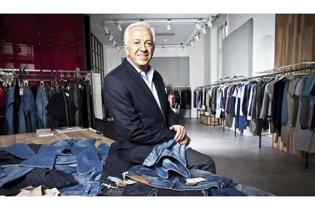 Paul Marciano dans  son showroom parisien.