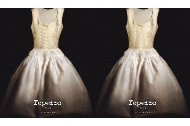 La première robe de la collection a été dévoilée par Repetto.