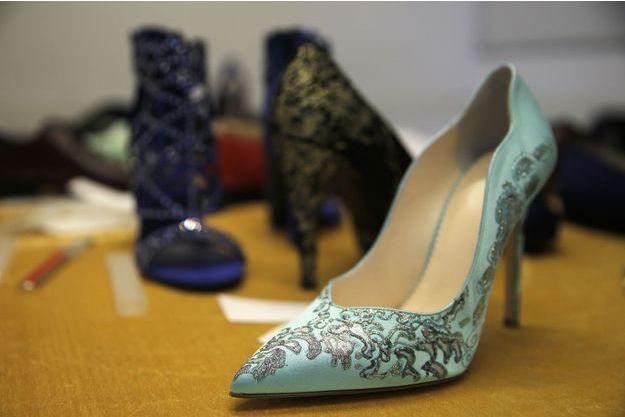 Un Veut Vendre Artisan Chaussures Or Des Italien En 4Lcq53RSAj