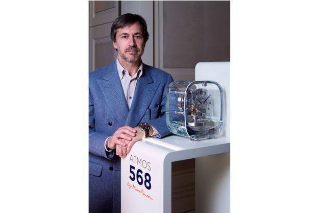 Marc Newson sur le stand Jaeger-LeCoultre au Salon international de la haute horlogerie.