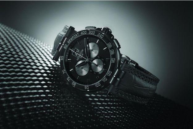 Le Newport Chronographe se dévoile aujourd'hui dans une version uniformément noire