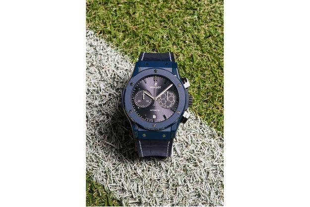 Pelé dévoile la nouvelle montre Hublot de l'UEFA Champions League