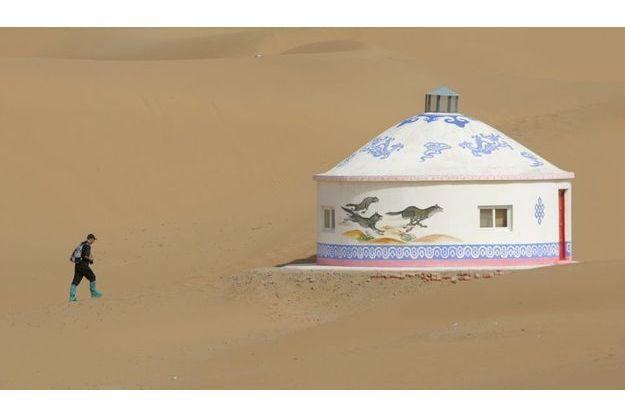 Une yourte dans le désert de Tangger en Chine.