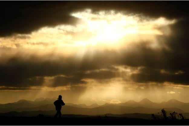 Le trail se pratique en montagne, en forêt ou même dans le désert