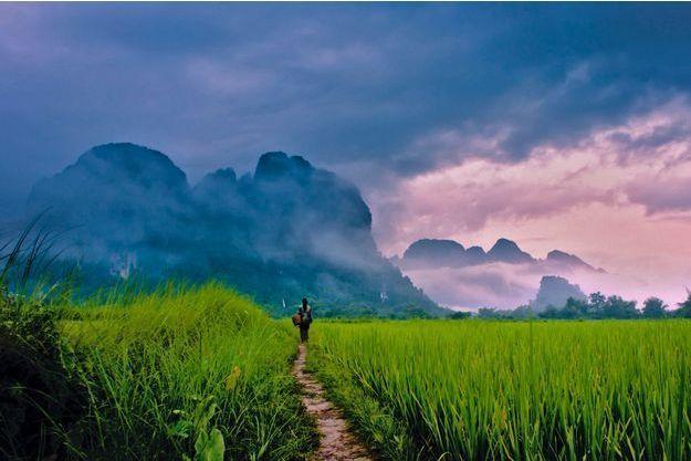 A la fin de la saison des pluies, des ciels plombés s'ouvrent pour laisser passer le soleil.