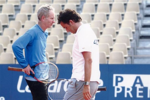 Alexandre Bompard associé à John McEnroe, lors d'un tournoi Pro-Am, qui réunit professionnels et amateurs.