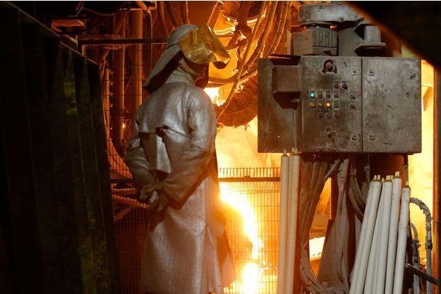 Un employé de l'usine Ascoval près de Valenciennes.