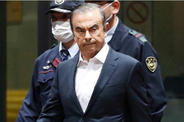 Carlos Ghosn contre-attaque et poursuit Nissan et Mitsubishi Motors