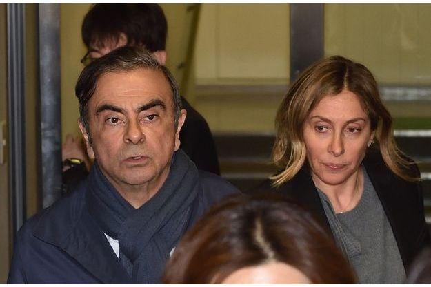 Le 3 avril. Dans les bureaux de son avocat Junichiro Hironaka, avec sa femme, Carole. Celle-ci, accompagnée de l'ambassadeur de France, prendra l'avion pour Paris le lendemain.