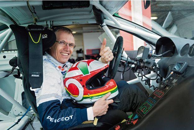 Carlos Tavarez dans sa Peugeot RCZ, sur la piste du Val de Vienne, au Vigeant.