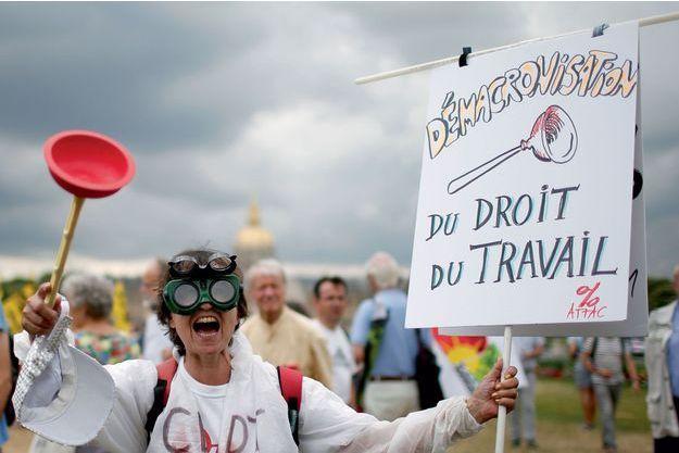 Aux Invalides à Paris, le 27 juin, lors d'une premier manifestation contre les ordonnances.