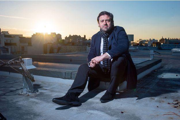 Enrique Martinez, directeur général du groupe Fnac-Darty, pose sur le toit de la Fnac Montparnasse, à Paris, le 18 janvier.