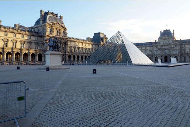 La cour du Louvre désertée, le 8 décembre.