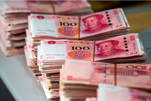 Des liasses de billets de 100 yuans.
