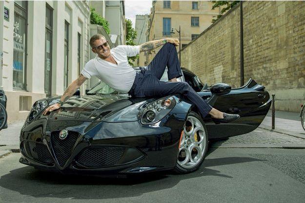 A Paris, dans le quartier de Saint-Germain-des-Prés où Lapo Elkann a ouvert une boutique. Avec une Alfa Romeo : « On dirait un jouet », dit-il.