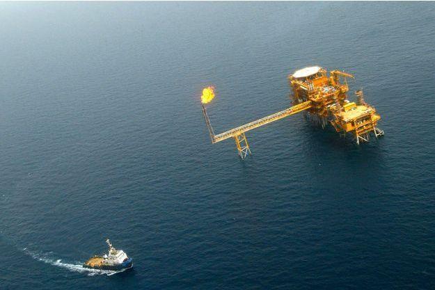 La plateforme pétrolière de Balal, dans le Golfe persique, photographiée en 2004.