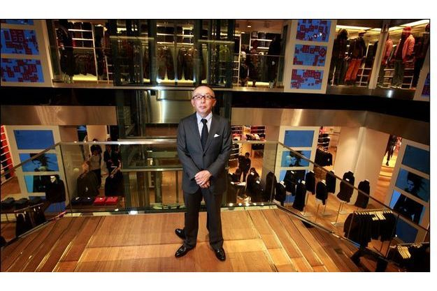 Lundi 28 septembre, le discret et peu disert Tadashi Yanai dans son nouveau magasin parisien.