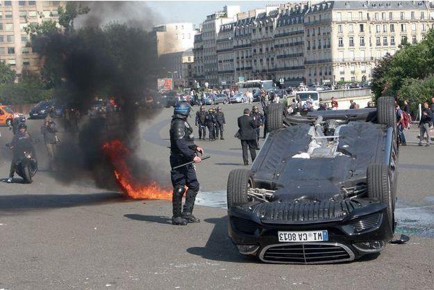 Manifestation violente de chauffeurs de taxi mécontents, le 25 juin dernier à Paris.