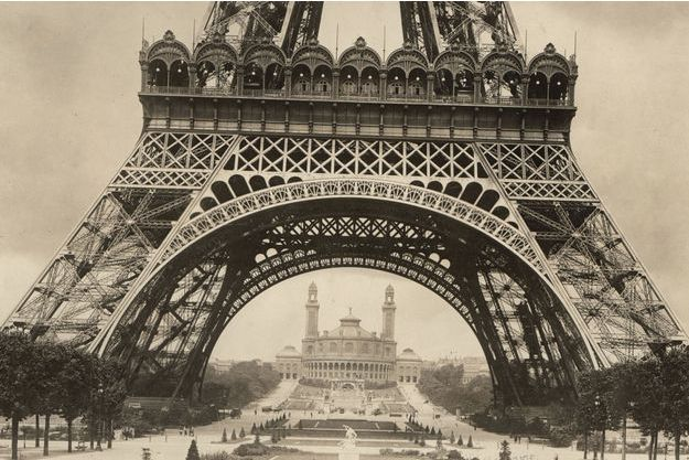 La Tour Eiffel en construction pour l'Exposition universelle de 1889.