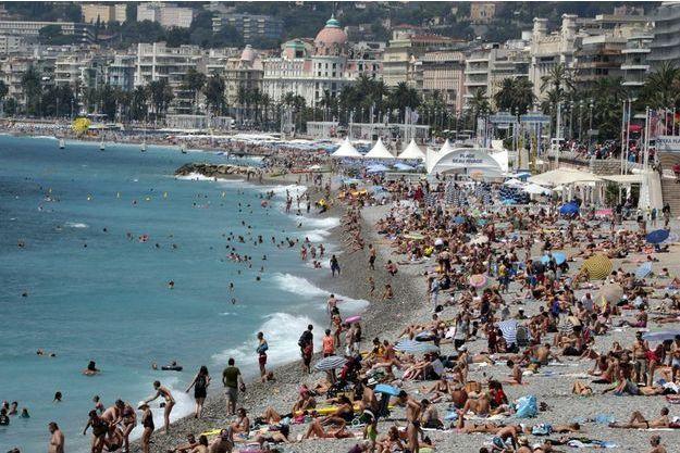 Les plages de la French Riviera, Nice, juillet 2014.