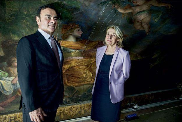 Le P-DG de Renault, Carlos Ghosn, et la présidente du château, Catherine Pégard, le 23 avril à Versailles dans le salon de la Paix.