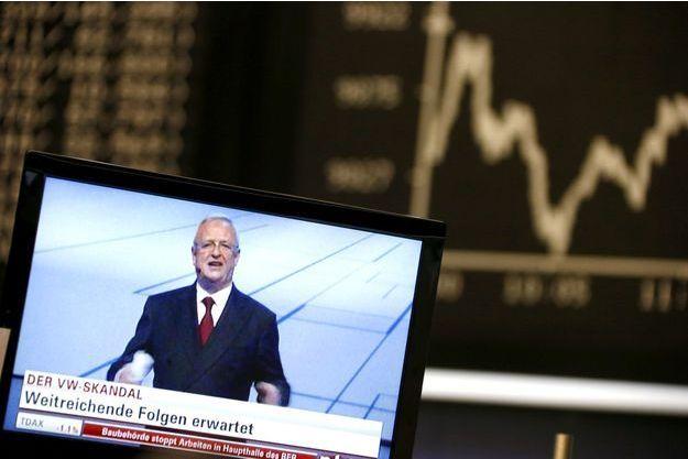 Le groupe Volkswagen a payé le prix en bourse, lundi à Francfort, après les révélations sur des tricheries.