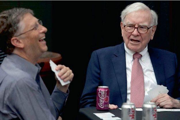 Les milliardaires américains Bill Gates et Warren Buffett en pleine partie de bridge. Cette photo a été postée par Bill Gates sur Twitter pour souhaiter la bienvenue à son ami sur le réseau social.