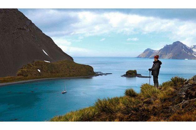 Carlita Bay, en Géorgie du Sud, 1er décembre 2012. Le plus proche voisin est à 2 000 kilomètres. Géraldine contemple son royaume : « Fleur-Australe », à l'ancre.