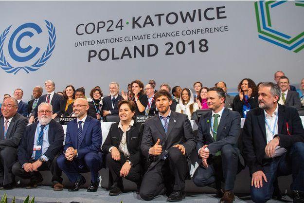 A Katowice, les règles qui permettront d'appliquer l'Accord de Paris ont été adoptées samedi sous les applaudissements nourris des délégations.