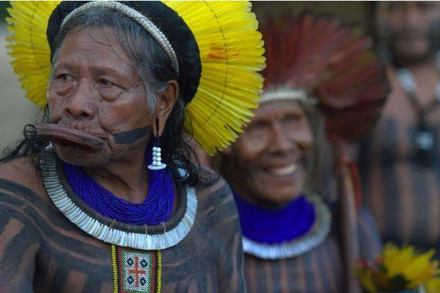 Le Cacique Raoni, grand chef du peuple kayapo.