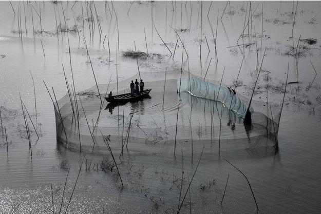 """Yann Arthus-Bertrand: """"Au Bengladesh, 25% des terres sont à moins de un mètre au-dessus du niveau de la mer."""""""