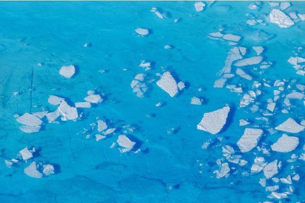 Vue aérienne du glacier Helheim au Groenland.
