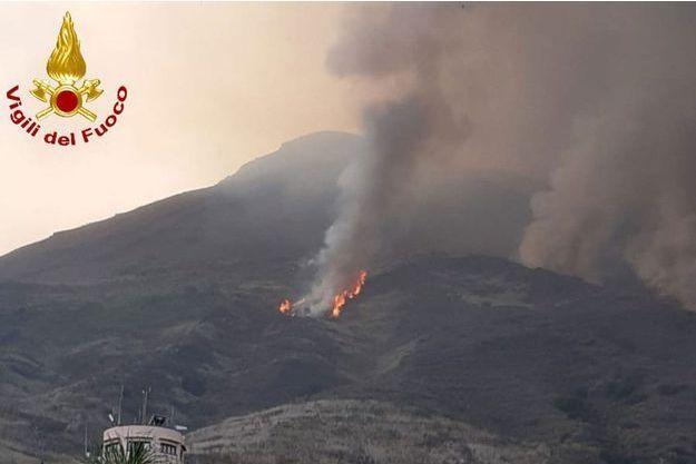 Le volcan Stromboli, au large de la Sicile, se réveille