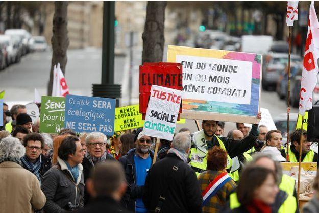Des manifestants pour le climat à Paris en mars dernier.