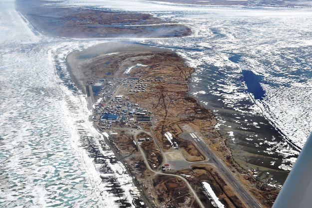 En 40 ans, la côte a reculé de 60 mètres et la mer a englouti peu à peu le village de Shishmaref.