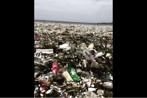 La mer de déchets en République dominicaine.