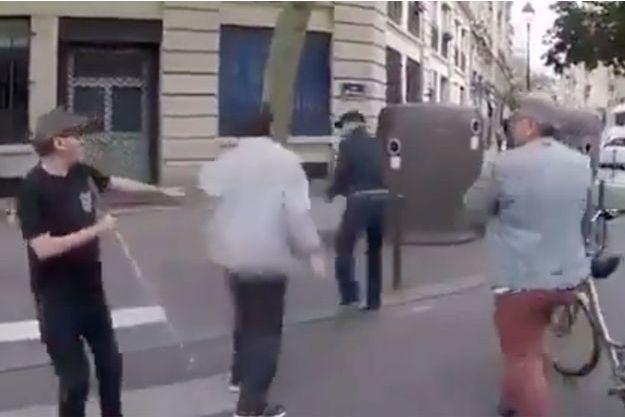 Une capture écran de la vidéo de l'agression diffusée sur les réseaux sociaux en juin.