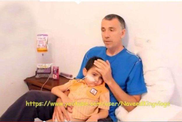 Le petit Ahya et son papa.