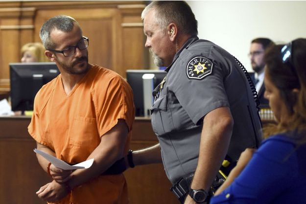 Chris Watts après son arrestation, a été présenté à un juge.