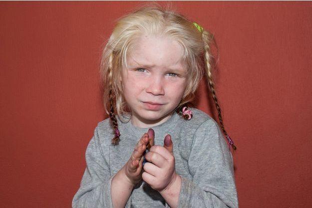 La petite Maria va peut-être retrouver ses parents.