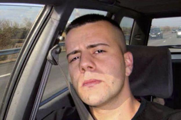 Selfie de Nordahl Lelandais, passager d'un break sur une autoroute.
