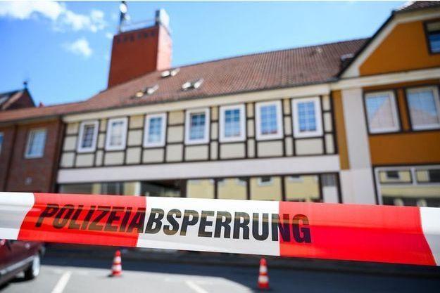 La police allemande privilégie la thèse d'un pacte suicidaire entre les cinq personnes tuées à l'arbalète.