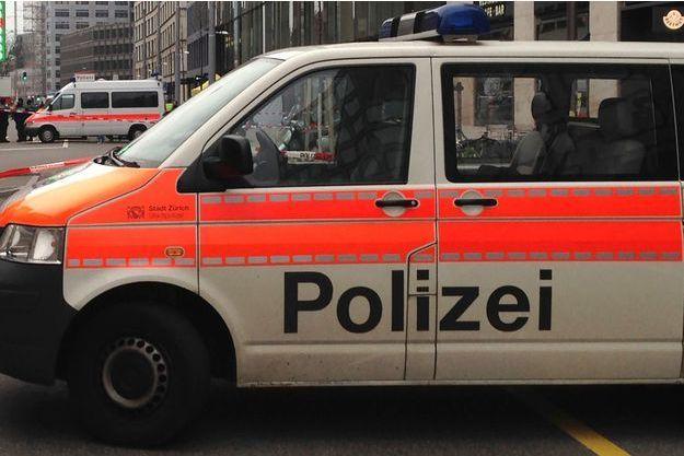 Un enfant de 7 ans a été mortellement poignardé en pleine rue à Bâle, apparemment par une femme de 75 ans.