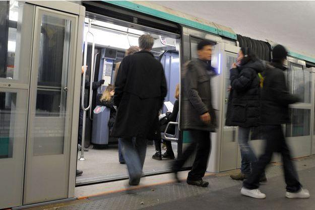 L'attaque a eu lieu sur le quai d'une station de la ligne 1 (image d'illustration)